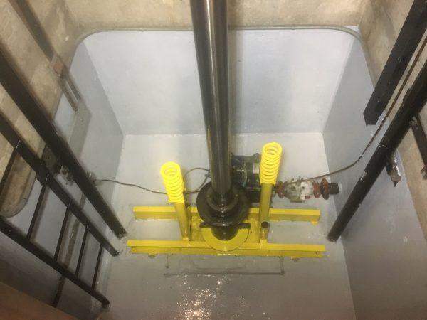Hố Pit thang máy bị nước vào làm oxi hóa các thiết bị trong thang máy